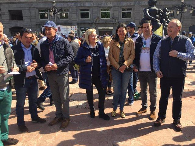 Mercedes Fernández en la manifestación de apoyo a la caza.