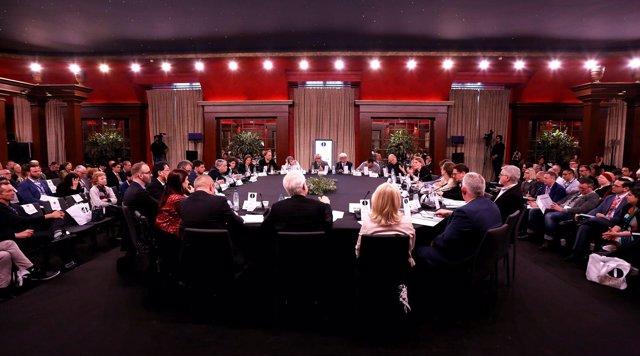 Profesionales de la ópera en una de las sesiones del I World Opera Forum