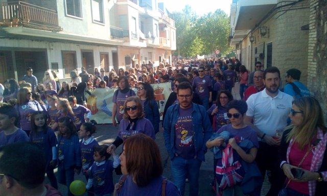 Pasacalle de Escola Valenciana en la primera trobada de 2018 en Rafelguaraf