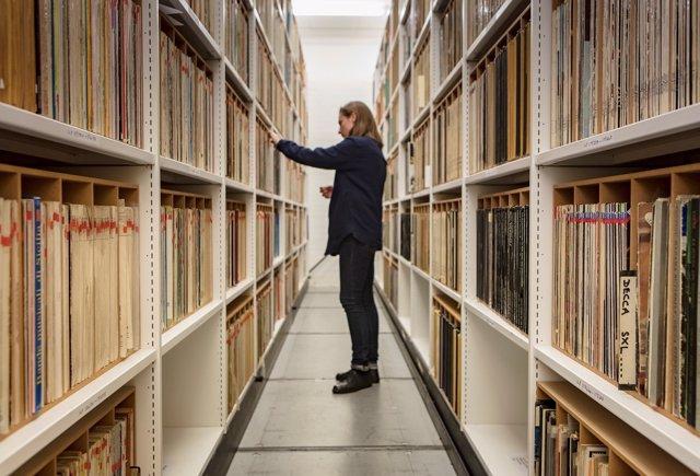 Andrea zaza biblioteca