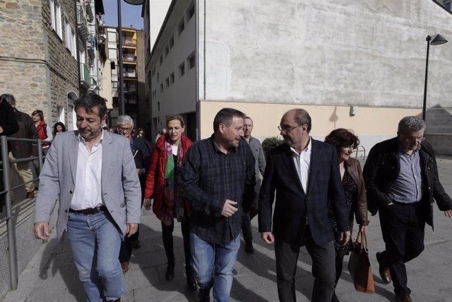 Representantes del Gobierno asisten a la reunión en Sabiñánigo.