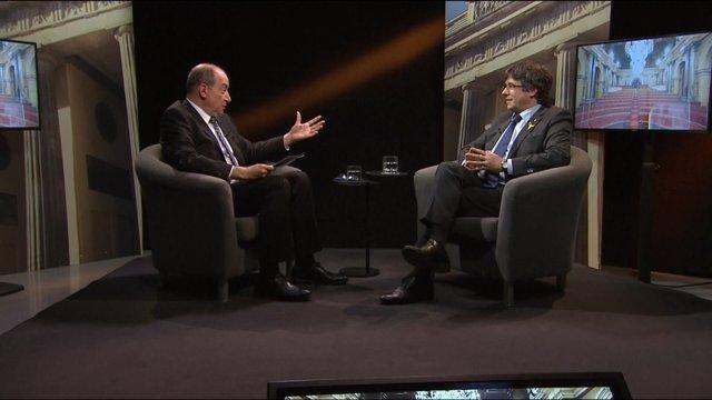 El expresidente catalán Carles Puigdemont en una entrevista