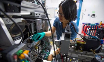 La Inteligencia Artificial acelera el descubrimiento de vidrio metálico