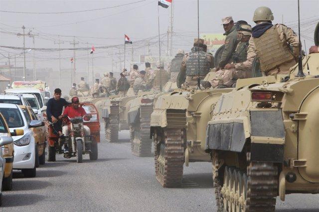 Fuerzas iraquíes durante una campaña en busca de armas en Basora, Irak