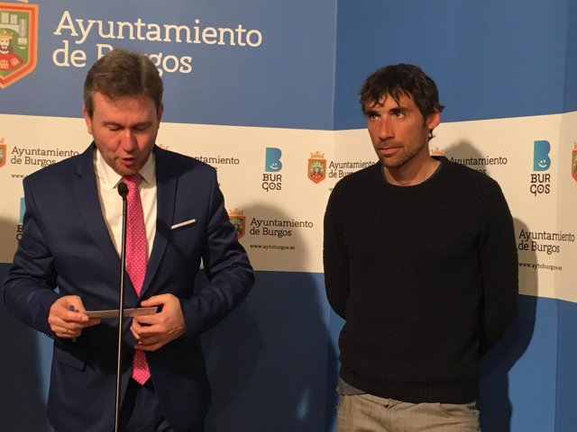 Lacalle y el atleta Hernando (D)