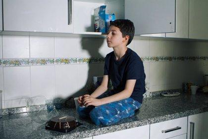 Un corto narra la vida de un niño de 11 años con enfermedad de Crohn para concienciar sobre la realidad de los afectados