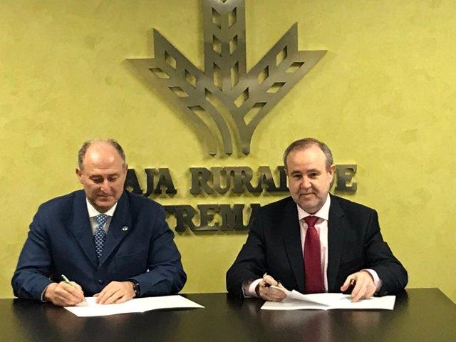 Caja Rural firma acuerdo con Veterinarios