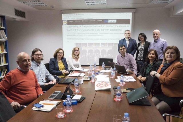 Participantes en la reunión de MobiAbility en la Fundación ONCE en Madrid