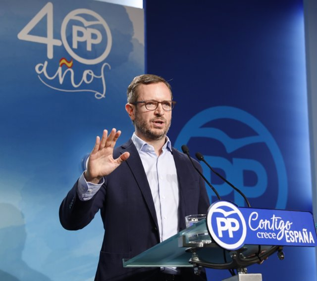 Rueda de prensa del vicesecretario de Política Social del PP, Javier Maroto