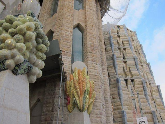 Detall de la façana de la basílica de la Sagrada Família