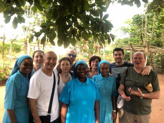Profesionales del Virgen del Rocío se desplazan a Benin