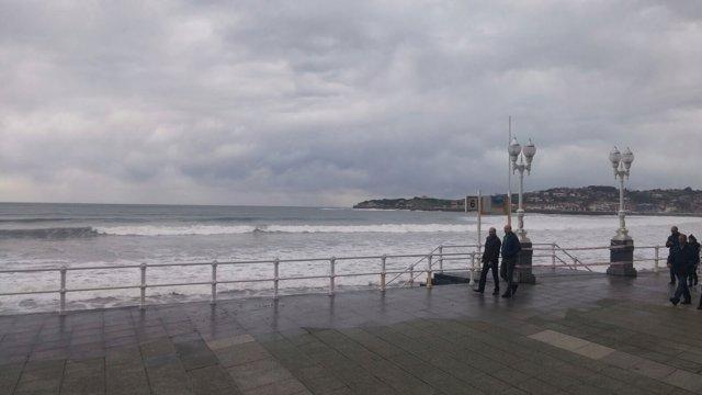 Temporal en Gijón, oleaje, Playa de San Lorenzo, viento