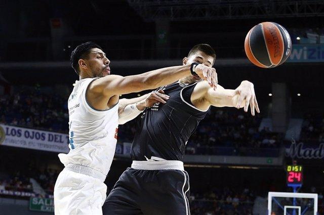 Gustavo Ayón en un momento del Real Madrid-Brose Basket