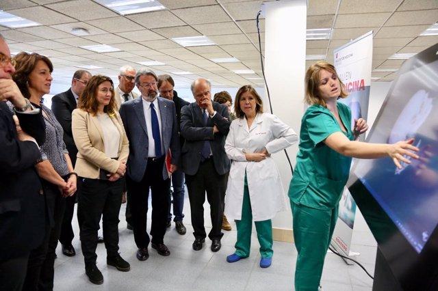 M. Conesa (Diputació), A. Erra (Ayto) i J. Montaña (UVic) a la nova facultat