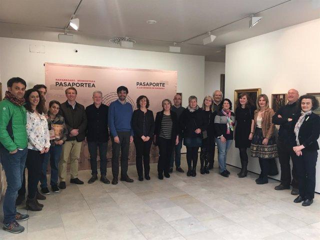La consejera y el alcalde de Tudela junto a responsables de museos