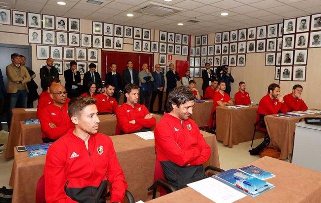 Raúl González, Víctor Valdés o Xabi Alonso, entre los alumnos de la RFEF