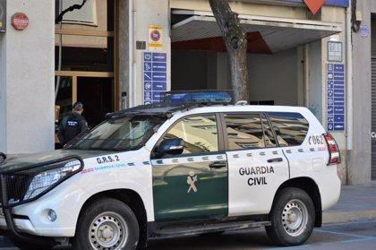 """La autopsia de los dos varones hallados en un coche en Priego (Córdoba) apunta a """"shock hemorrágico"""" por arma blanca"""
