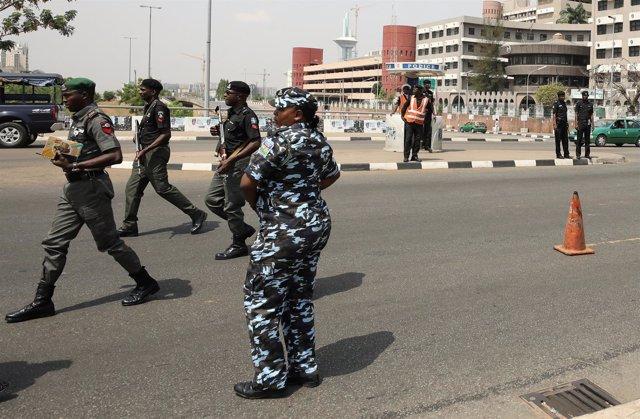 Agentes de policía en Abuya, Nigeria