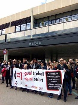Concentración de los asociados de la UPV en su primer día de huelga indefinida