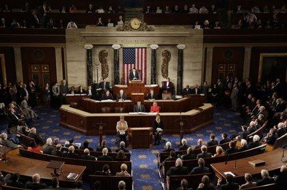 Senadores de EEUU anuncian una ley que otorga autorización al Congreso para aprobar campañas contra milicianos
