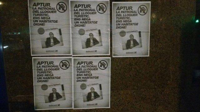 Acción de Endavant OSAN en la sede de Habtur