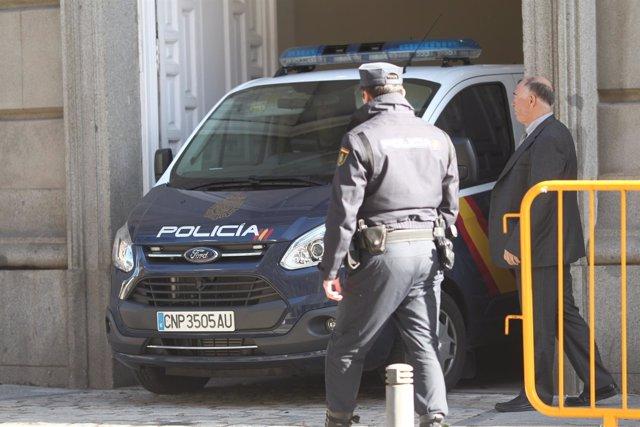 La Policía traslada al Supremo a Jordi Sànchez, Junqueras y Jordi Cuixart