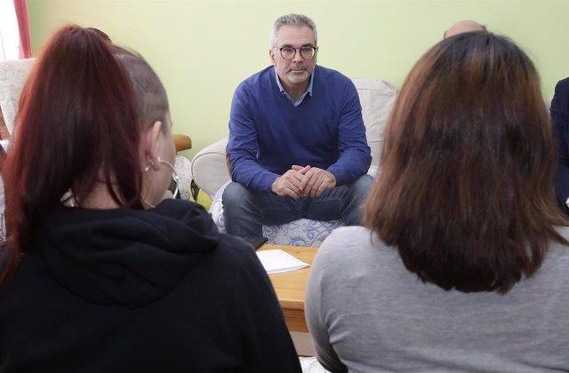 Carlos Izquierdo durante la visita a un centro de la Comunidad de Madrid