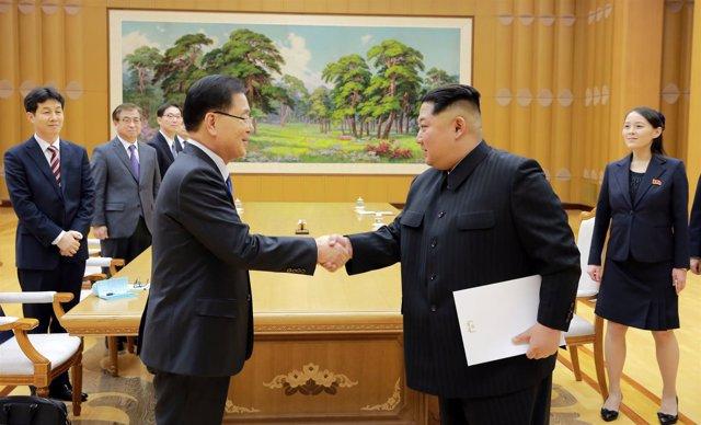El líder norcoreano, Kim Jong Un, y Chung Eui Yong