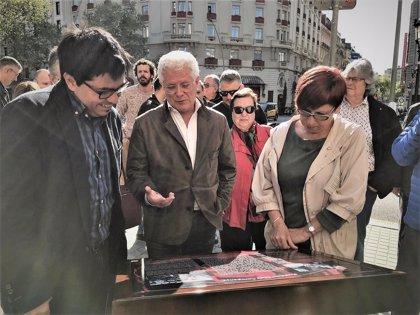 El Ayuntamiento de Barcelona instala un atril en memoria de Companys ante su última vivienda en la ciudad