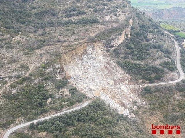 Desprendimiento de tierra en la carretera LV-9124 en Castell de Mur (Lleida)