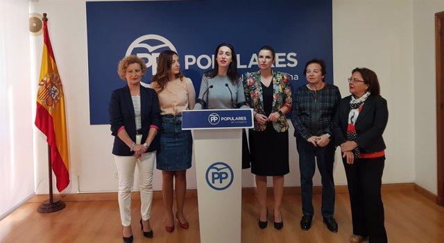Nuria Fuentes en el centro de la imagen