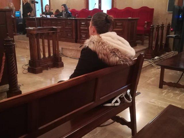 La acusada de prostituir a su hija en la sesión del pasado lunes