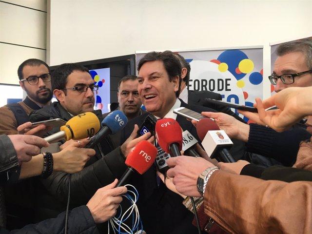 Carriedo atiende a los medios a su llegada a Burgos