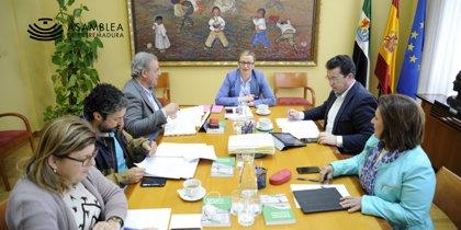 La oposición centra el pleno de la Asamblea del jueves en la situación de la Sanidad en Extremadura