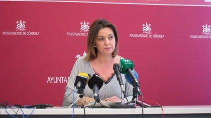 """La alcaldesa de Córdoba achaca a """"un error involuntario"""" la publicación de la diplomatura en su currículum"""