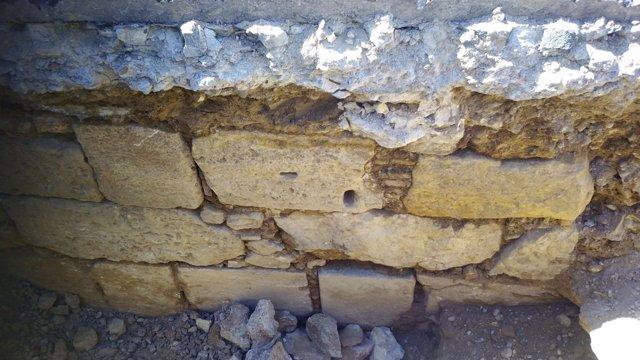 Restos de la que se cree la Puerta de la Trinidad de la muralla cristiana