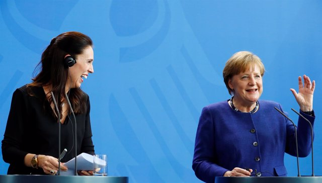 La canciller Angela Merkel y la primera ministra neozelandesa Jacinda Ardern