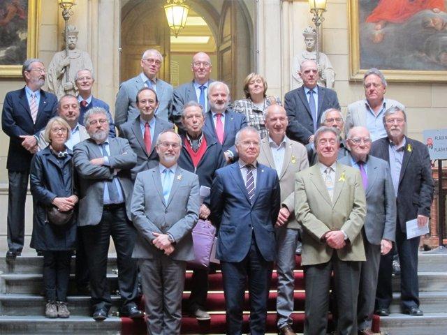 Presentación del Col·lectiu Laude, con exrectores, rectores y el secr.A.Navarro