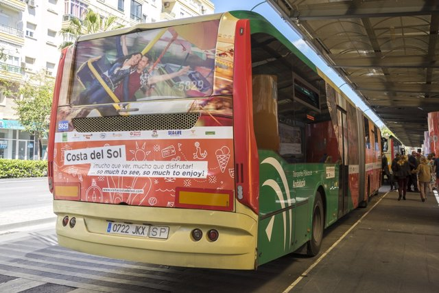 Campaña de Turismo Costa del Sol en un autobús