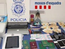 Desarticulada una banda subsahariana que suplantava identitats en els exàmens per al permís de conduir (JEFATURA SUPERIOR DE LA POLICÍA DE MADRID)