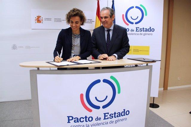 Dolors Montserrat firma un acuerdo sobre violencia de género