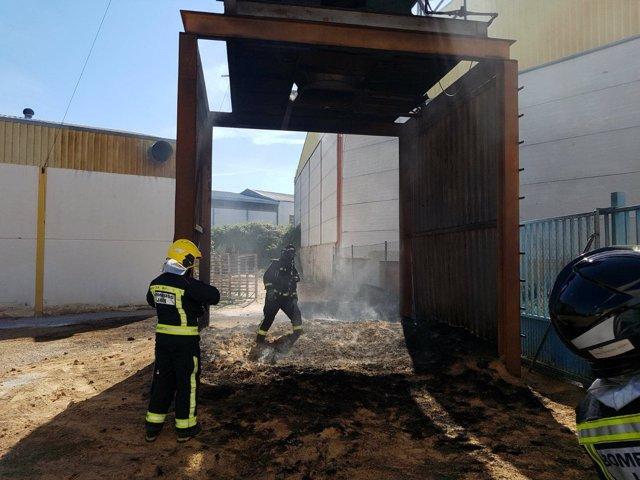 Dos trabajadores heridos por una deflagraci n en una - Muebles en mancha real ...