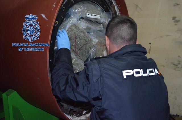 Localizan 124 kilos de marihuana ocultos en un cilindro industrial