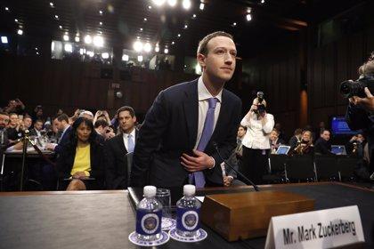 La Eurocámara pide la comparecencia de Zuckerberg para que explique el proceder de Facebook tras el robo de datos