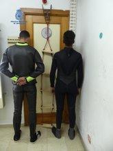 Foto: La Policía expulsa de Ceuta a Marruecos a dos hombres preparados para abordar un ferry para llegar a Algeciras