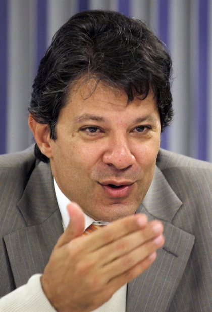 El posible heredero político de Lula trata de mantener unida a la izquierda de Brasil