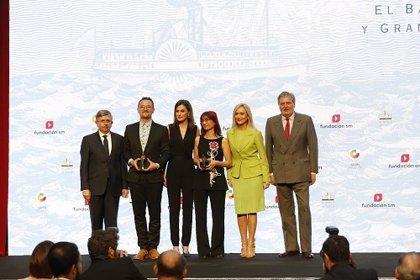 S.M. la Reina hace entrega de los Premios SM a David Peña Toribio, 'Puño', y a Mónica Rodríguez