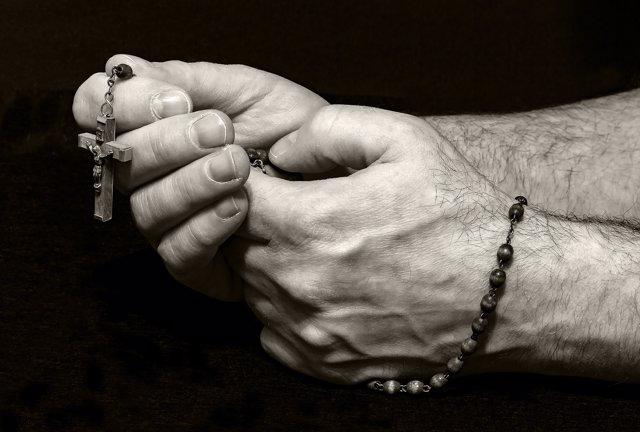 Rezando el rosario