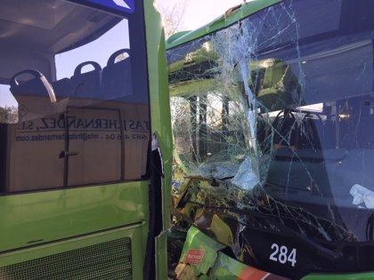 Un choque entre dos autobuses en la A-6 deja 26 atendidos, 7 de ellos trasladados leves a hospitales