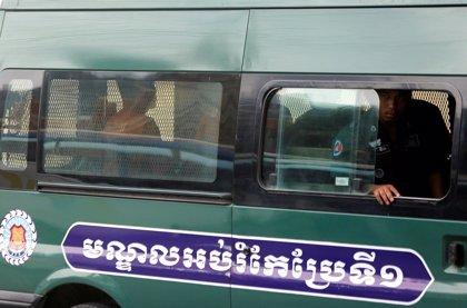 Un tribunal de Camboya deniega la libertad bajo fianza a dos periodistas acusados de espionaje